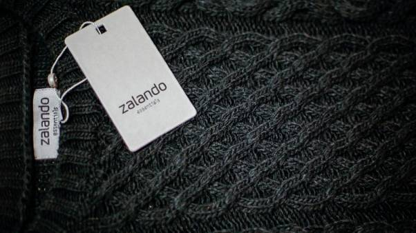 FILE PHOTO: A Zalando label lies on an item of clothing in a showroom of the fashion retailer Zalando in Berlin October 14, 2014.  REUTERS/Hannibal Hanschke