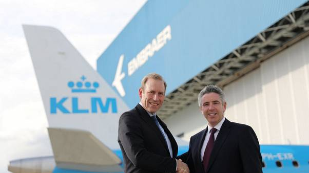 Warner Rootliep (L), managing director of regional airline KLM Cityhopper, shakes hands with John Slattery, head of commercial aviation at Brazilian planemaker Embraer, in Sao Jose dos Campos, Brazil November 8, 2017. REUTERS/Nacho Doce