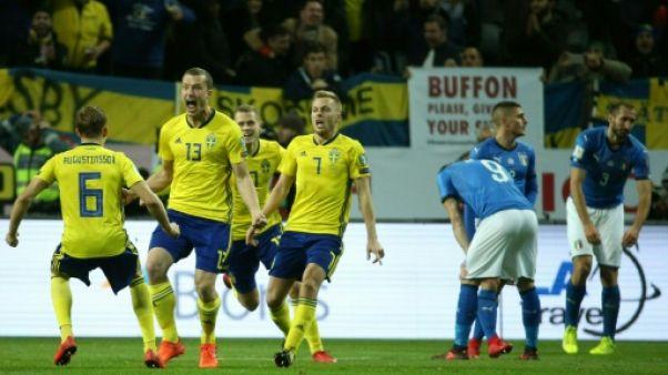 Les Suédois fêtent leur but contre l'Italie en barrage aller pour le Mondial-2018, le 10 novembre 2017 à Solna