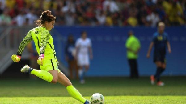 """Hope Solo accuse Sepp Blatter de lui avoir """"pincé les fesses"""""""