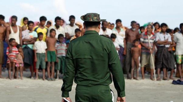 Rohingya Muslims wait to cross the border to Bangladesh, in a temporary camp outside Maungdaw, northern Rakhine state, Myanmar November 12, 2017. Picture taken on November 12, 2017. REUTERS/Wa Lone