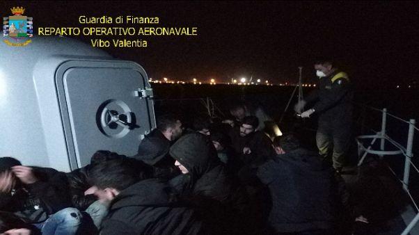 Sbarco migranti Crotone,presi 3 scafisti