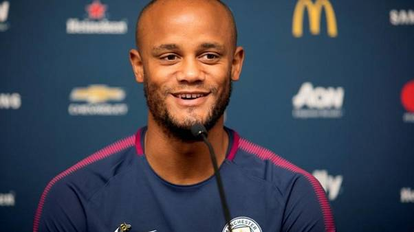 Kompany feels no pressure to win back Manchester City spot