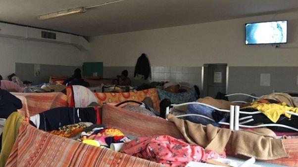 Migranti:150 in marcia da tendopoli Cona