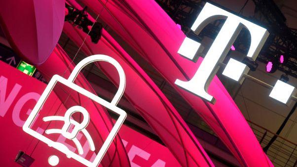 Failure of U.S. deal hits Deutsche Telekom shares, growth prospects