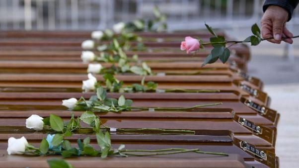 Rose su bare, oggi funerali 26 migranti