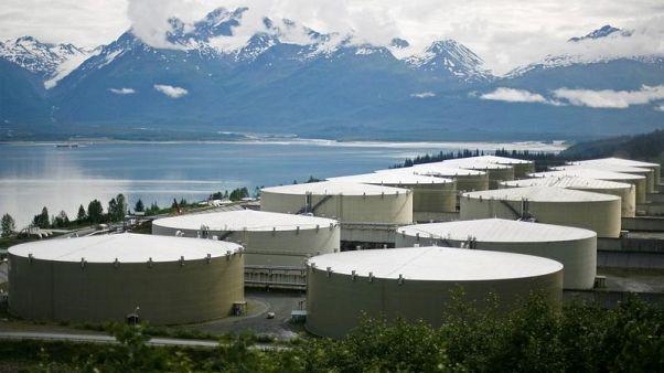 صورة من أرشيف رويترز لصهاريج لتخزين النفط.