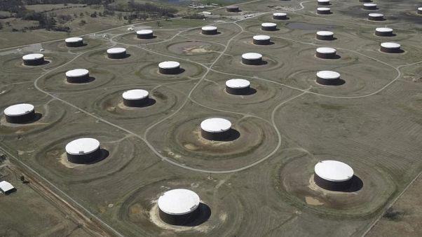 زيادة غير متوقعة في مخزونات النفط والبنزين الأمريكية مع ارتفاع الانتاج