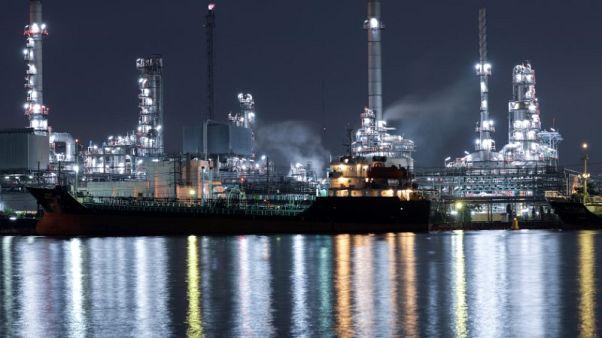 منشأة لتكرير النفط في فرنسا يوم 21 نوفمبر تشرين الثاني 2017. تصوير: ستيفاني ماه - رويترز
