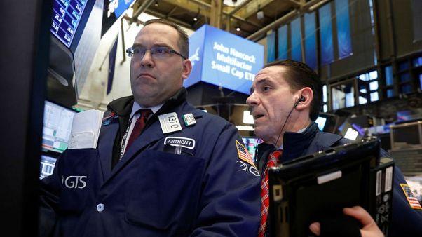 متعاملون أثناء التداول في بورصة نيويورك يوم التاسع من نوفمبر تشرين الثاني 2017. تصوير: بريندان مكدرميد - رويترز.