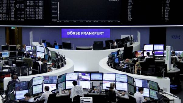 متعاملون في بورصة فرانكفورت يوم الأربعاء - رويترز