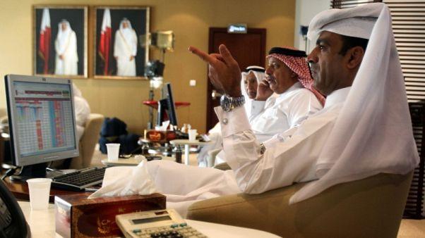 شاشة الكترونية تعرض أسعار أسهم بالبورصة السعودية في الرياض - صورة من أرشيف رويترز.