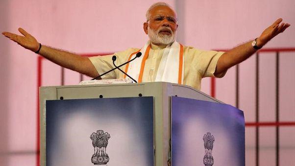 صورة من أرشيف رويترز لرئيس الوزراء الهندي ناريندرا مودي يتحدث في أحمد أباد.