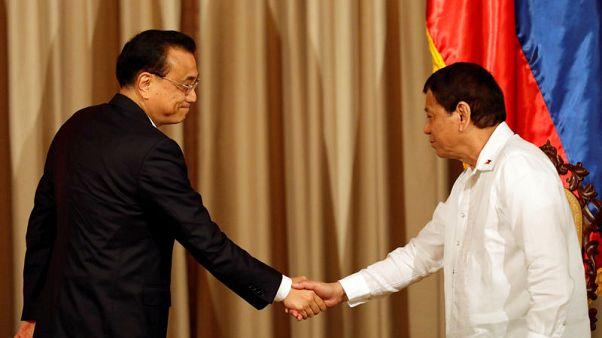 رئيس الفلبين يشيد بدعم الصين لبلاده في حربها ضد تنظيم الدولة الإسلامية