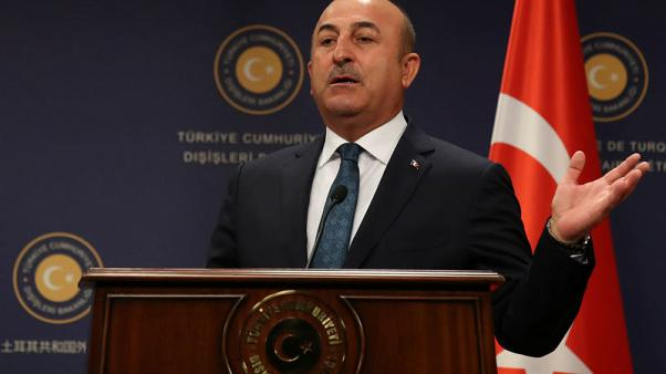 وزير الخارجية التركي مولود تشاووش أوغلو يتحدث في مؤتمر صحفي في أنقرة يوم 24 أكتوبر تشرين الأول 2017. تصوير: أوميت بكطاش - رويترز