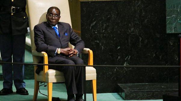 رئيس زيمبابوي روبرت موجابي في صورة من أرشيف رويترز.