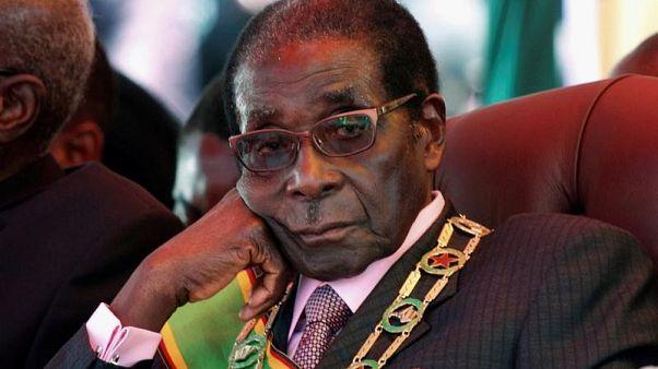 صورة من أرشيف رويترز لرئيس زيمبابوي روبرت موجابي في هاراري.