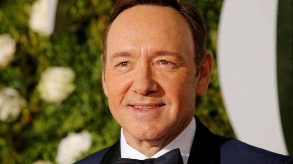 مسرح بريطاني يقول إن 20 رجلا زعموا أن كيفن سبيسي تحرش بهم