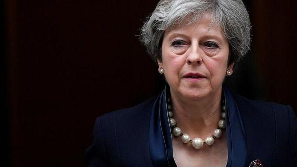 رئيسة الوزراء البريطانية تيريزا ماي تغادر مقر الحكومة البريطانية في لندن في أول نوفمبر تشرين الثاني 2017. تصوير توبي ملفيل - رويترز.