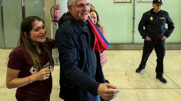 زعيم المعارضة الفنزويلية يفر إلى إسبانيا