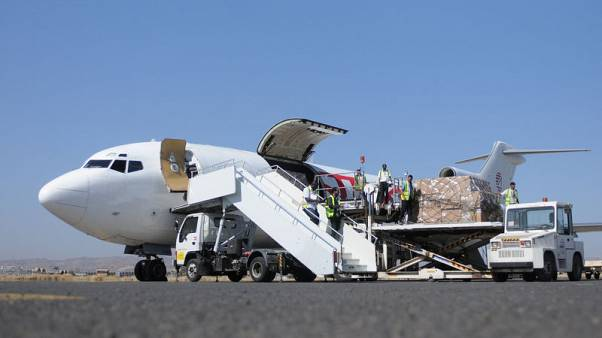 Workers unload aid shipment from a plane at the Sanaa airport, Yemen November 25, 2017. REUTERS/Stringer