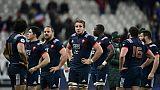 Les joueurs du XV de France abattus à l'issue de leur défaite devant les Springboks au Stade de France, le 18 novembre 2017
