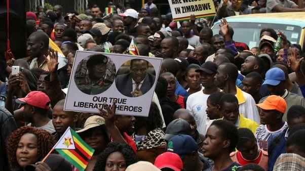 الحزب الحاكم يمهل موجابي حتى ظهر الاثنين للاستقالة من رئاسة زيمبابوي