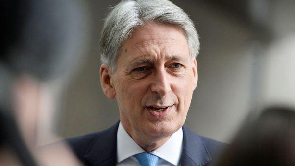 وزير المالية البريطاني فيليب هاموند في لندن يوم الأحد. تصوير: ماري ترنر - رويترز