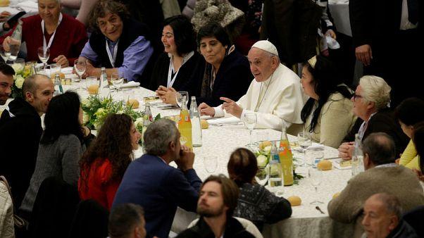"""البابا: مساعدة الفقراء """"جواز سفر للجنة"""""""