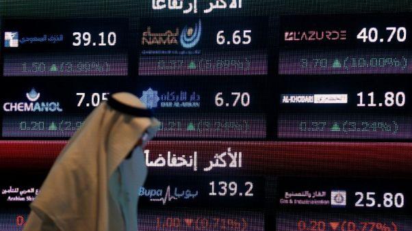 صورة من أرشيف رويترز تظهر فيها شاشة تعرض معلومات في البورصة السعودية تداول في العاصمة السعودية الرياض.