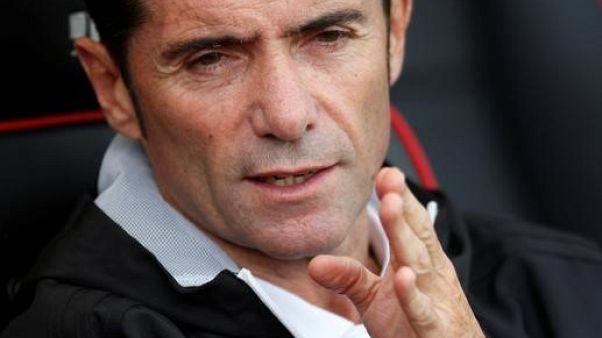 رغم طرد المدرب مارسيلينو.. بلنسية يواصل الضغط على برشلونة