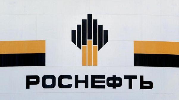 شعار شركة روسنفت الروسية في منشأة تابعة للشرطة في سيبيريا. أرشيف رويترز