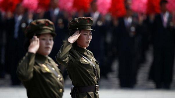 مجندتان اثناء عرض عسكري في بيونجيانج يوم 15 أبريل نيسان 2017 - رويترز