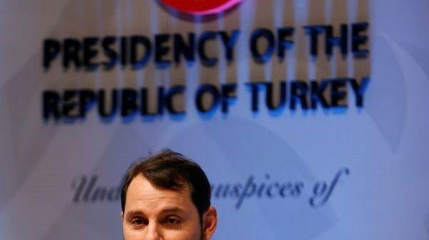 وزير الطاقة التركي بيرات البيرق يتحدث في اسطنبول يوم التاسع من اكتوبر تشرين الأول 2017. تصوير: مراد سيزار - رويترز.