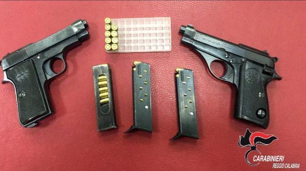 Rottamazioni armi, indagati 2 poliziotti