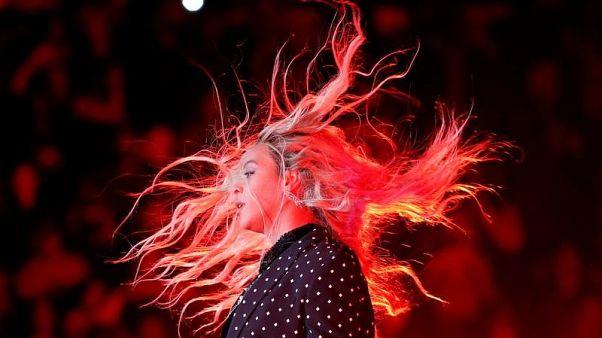 فوربز : بيونسيه أعلى المغنيات أجرا في 2017