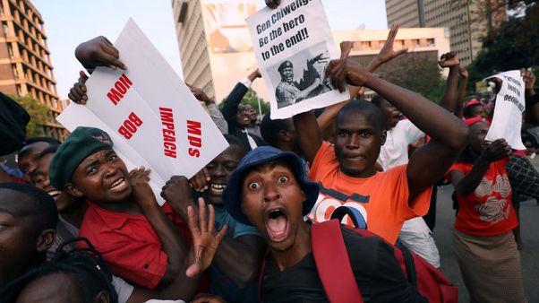 مسؤول بالحزب الحاكم بزيمبابوي: منانجاجوا يعود إلى البلاد يوم الأربعاء