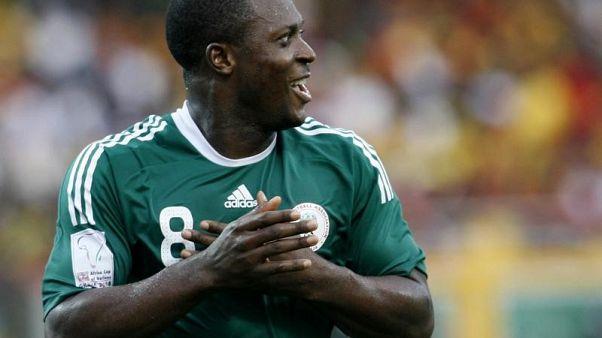 النيجيري ياكوبو أيجبيني يحتفل بعد تسجيله ضربة جزاء في مرمى غانا في كأس الأمم الأفريقية في صورة من أرشيف رويترز.