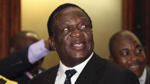 منانجاجوا يعود إلى زيمبابوي ويستعد لتنصيبه رئيسا الجمعة