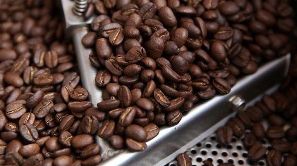 حبوب قهوة - صورة من أرشيف رويترز