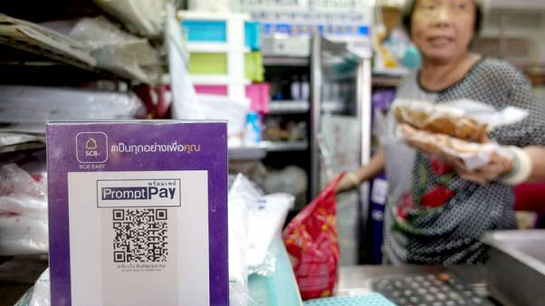 لوحة إعلانية لتلك الرموز المربعة التي تحمل اسم علامة تجارية ما في متجر ببانكوك يوم الأربعاء. تصوير: أتيت بيراونجميتا - رويترز