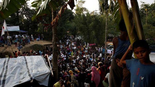 لاجئون روهينجا في مخيم للاجئين قرب كوكس بازار في بنجلادش يوم 21 نوفمبر تشرين الثاني 2017. تصوير: سوزانا فيرا- رويترز