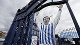 صورة للاعب كرة القدم الراحل جيف استل على احدى بوابات ناديه وست بروميتش البيون - صورة من أرشيف رويترز. تستخدم الصورة في الأغراض التحريرية فقط.
