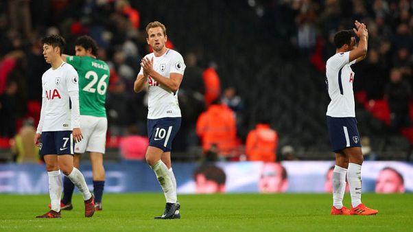 Soccer Football - Premier League - Tottenham Hotspur vs West Bromwich Albion - Wembley Stadium, London, Britain - November 25, 2017   Tottenham's Harry Kane applauds fans after the match . REUTERS/Hannah McKay
