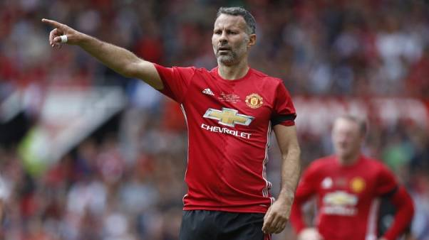 Britain Football Soccer - Manchester United 2008 XI v Michael Carrick All-Stars - Michael Carrick Testimonial - Old Trafford - June 4, 2017 Manchester United '08 XI's Ryan Giggs gestures Action Images via Reuters / Ed Sykes Livepic