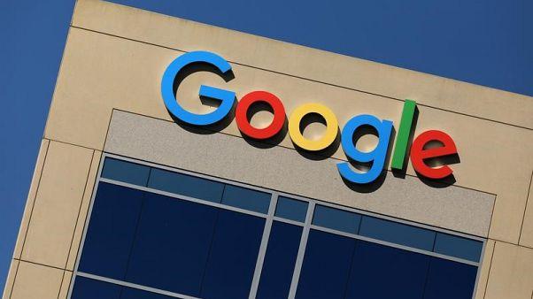 شعار جوجل على مكتبها في ارفين بولاية كاليفورنيا الأمريكية في صورة بتاريخ السابع من أغسطس أب 2017. تصوير: مايك بليك - رويترز.