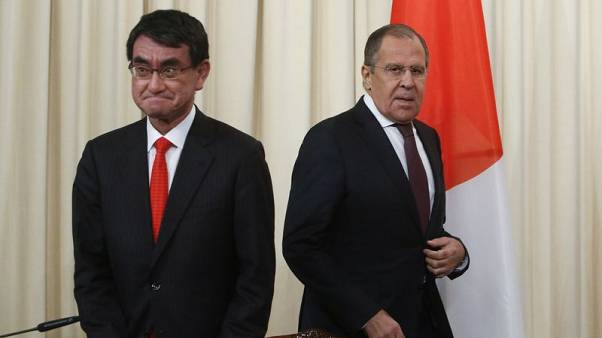 Russian Foreign Minister Sergei Lavrov (R) and his Japanese counterpart Taro Kono attend a news conference in Moscow, Russia November 24, 2017. REUTERS/Sergei Karpukhin