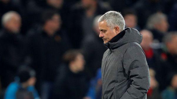 مورينيو مدرب مانشستر يونايتد يخشى رحيل فيلايني