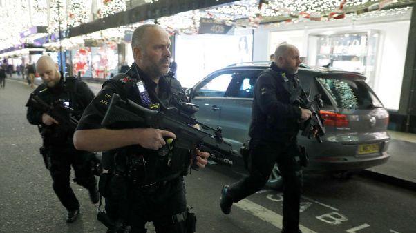 شرطة لندن تقول إنها تتعامل مع تقارير عن إطلاق نار في شارع أكسفورد