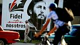 Un portrait géant de Fidel Castro jeune dans une rue de La Havane, le 24 novembre 2017 à Cuba